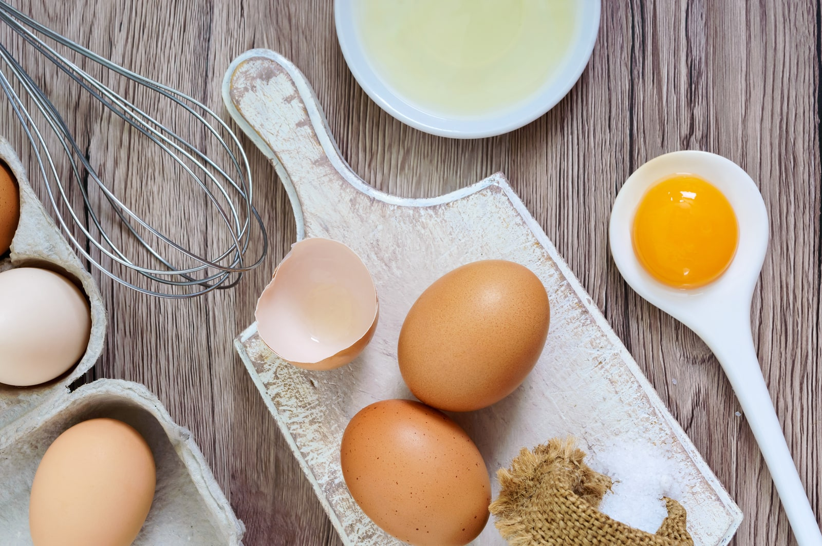 eggs are a source of riboflavin but may trigger migraines