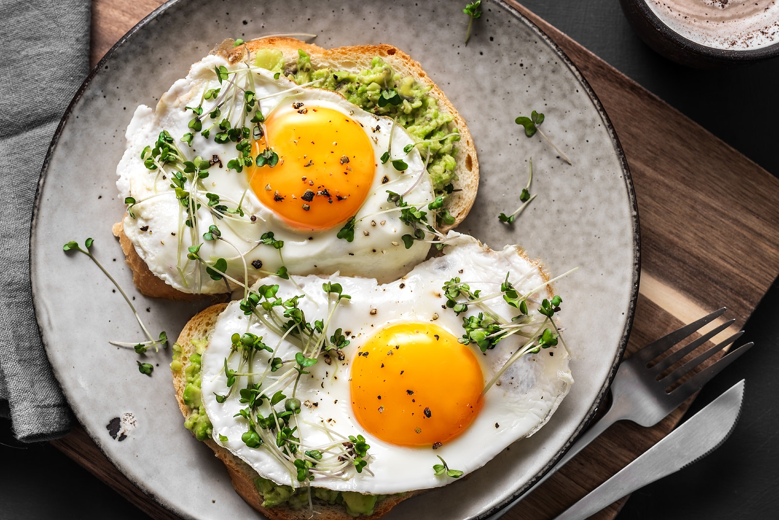 Can food sensitivities cause fatigue? Eggs on toast